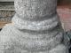 Basamento di una colonna in granito dopo l'intervento di micro sabbiatura di precisione
