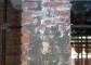 Intonaco sgraffito del pilastro d'angolo a destra prima del restauro
