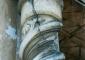 Particolare delle colonne del pronao prima dell'intervento di restauro